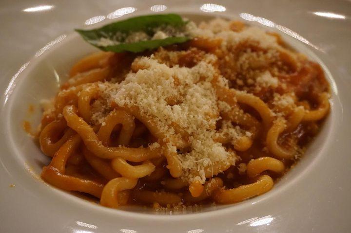 日本人はきっと好きになる!シエナのレストランで極太モチモチパスタ「ピチ」を食べる
