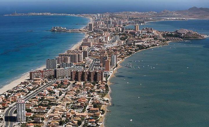 スペイン南東部、ローカル感あふれる「ラ・マンガ・デル・マル・メノール」は、のんびりしたビーチライフにオススメ!