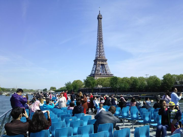 天気の良い夏のパリではセーヌ河クルーズが絶対にオススメ!