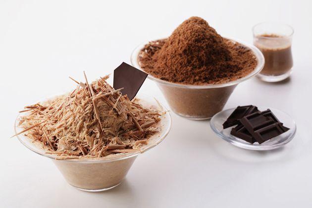 """【横浜チョコレートファクトリー&ミュージアム】チョコを削る!チョコをかける!ムービージェニックなかき氷と食感が楽しい""""もこもこ""""パフェソフトが7/6(金) から新登場"""
