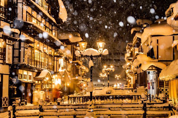 この冬絶対に行きたい。特別な気分を味わえるノスタルジックな温泉街8選