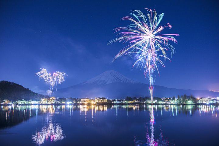 【開催中】冬の空を華やかに彩る!山梨県で「河口湖冬花火」今年も開催