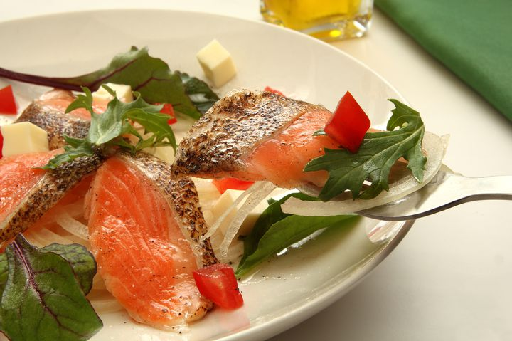鮭と鯛、あなたはどっち!?広島にある2つの「お魚専門バル」が気になる