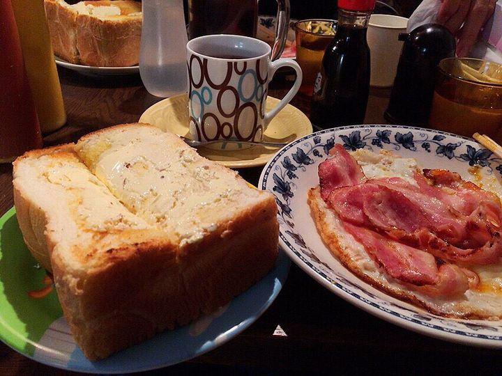 開いた口がふさがらない!大阪『喫茶Y』のデカ盛りモーニングにびっくり