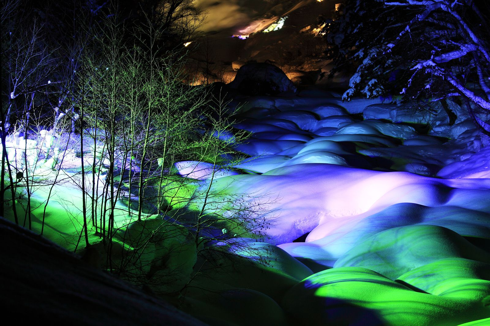 メイン画像 | 大自然が織りなす荘厳な景色!岐阜・平湯温泉で「平湯大滝結氷まつり」開催 | RETRIP[リトリップ]