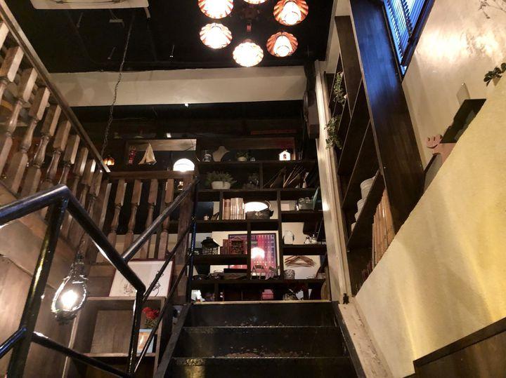 誰もが幼いころに憧れた空間がここに。新宿の屋根裏カフェ「アティックルーム」とは