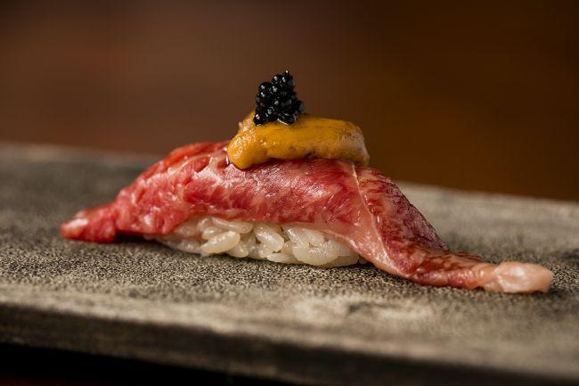 """こだわりの""""牛肉寿司""""を堪能。「肉寿司 KINTANコレド室町」が日本橋に登場"""