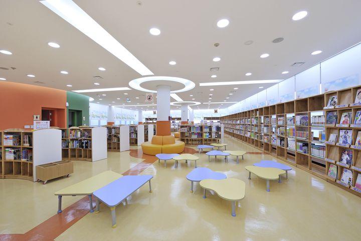 これぞ図書館アート!シンガポールの「Library@Orchard」とは