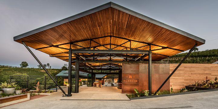 スタバ「ハシエンダ アルサシア ビジターセンター」コスタリカの自社農園内にオープン
