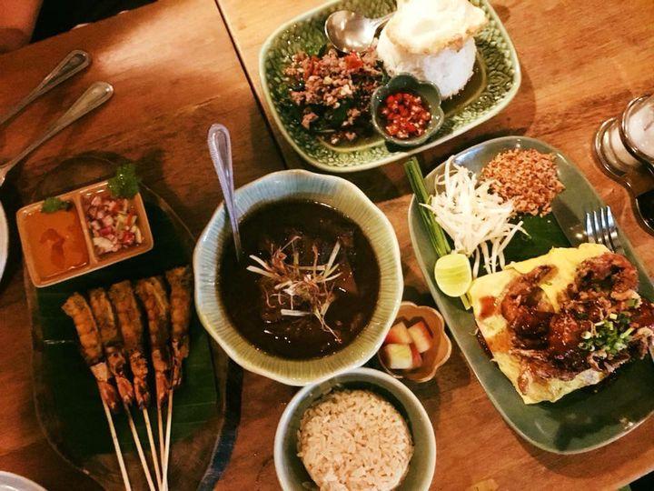 現地でも圧倒的な支持率!バンコクのローカルな絶品タイ料理屋【ソウルフード マハナコーン】