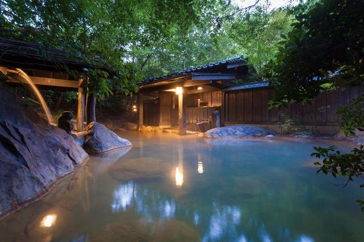 ここは本当に国内?非日常が味わえる日本の「森の中に佇む絶景ホテル」7選