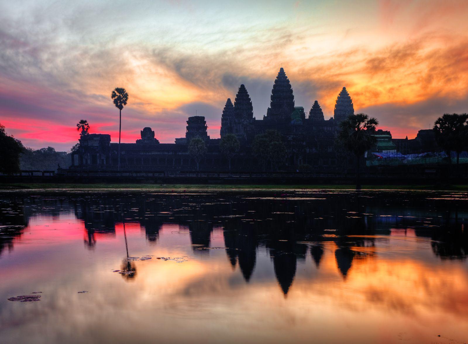 アンコール遺跡を満喫!遺跡観光&食事&スパ付きの贅沢カンボジアツアー
