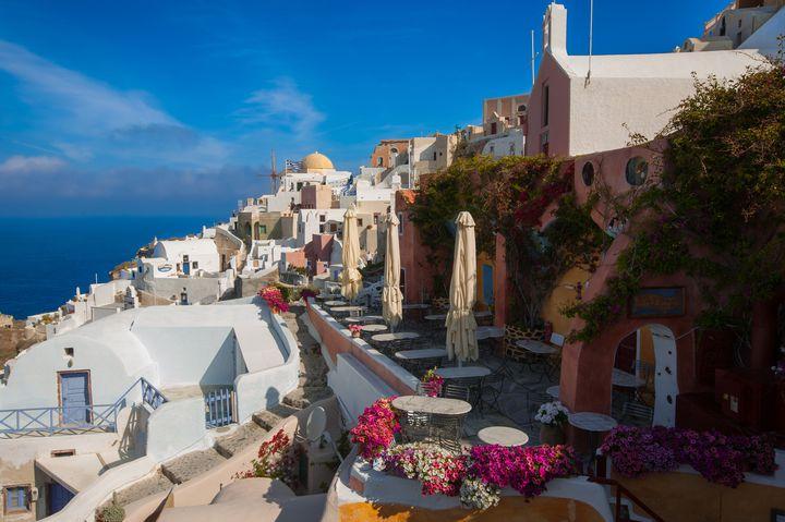 """ただ美しい景色を眺めながらぼんやりしたい。贅沢できる海外""""島旅スポット""""8選"""