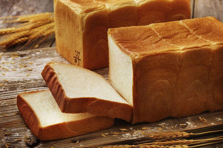 行列のできる高級食パン専門店! 「嵜本」2号店が梅田にオープン