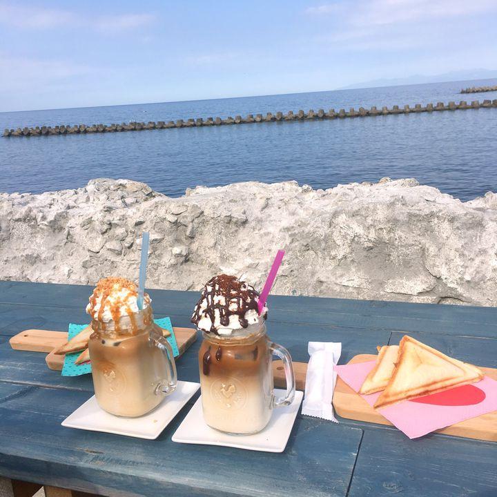 この夏行きたいオーシャンビュー!北海道・小樽の「しろくまコーヒー」が可愛すぎる