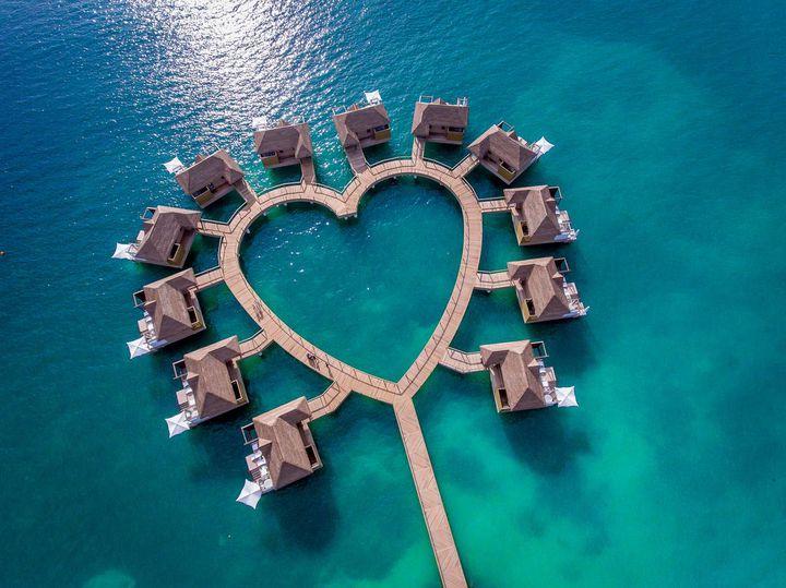 一生に一度の思い出だから。ハネムーンで泊まりたい世界の絶景高級ホテル10選