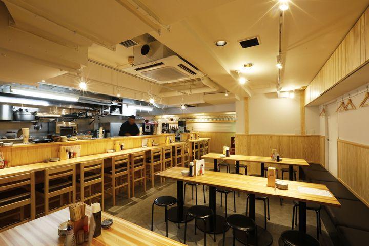 肉汁溢れるアツアツ唐揚げを堪能。新宿「大衆酒場 鳥の素揚げ ほしの」OPEN