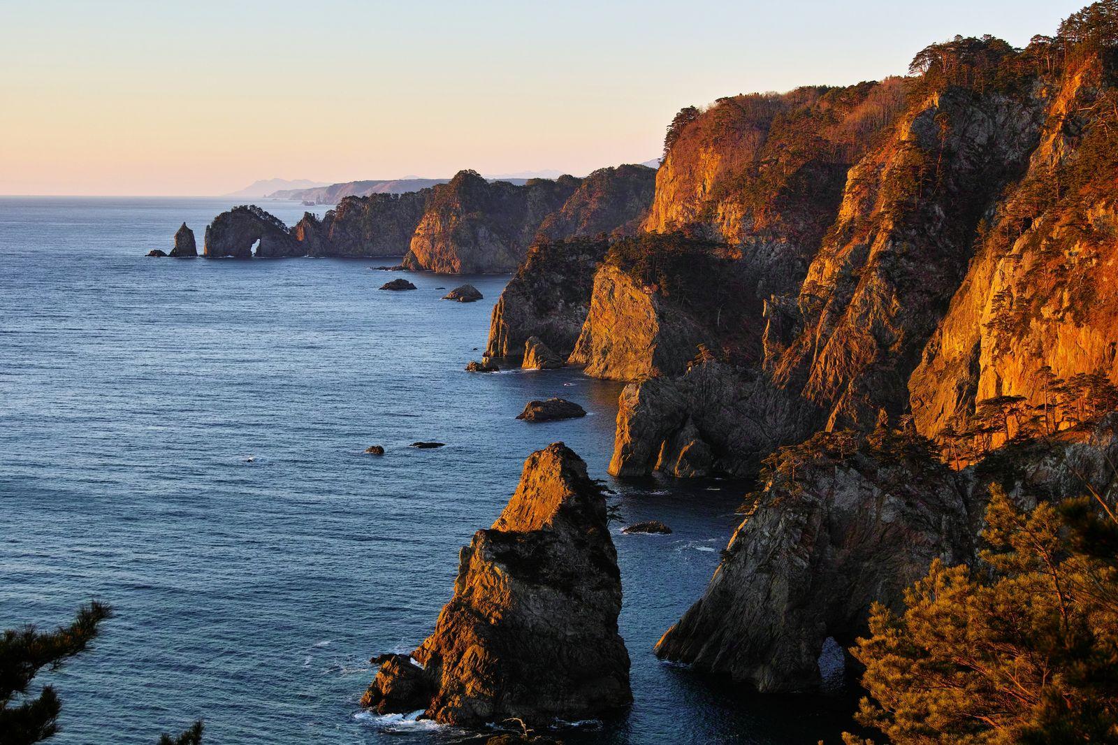 断崖絶壁ビューティフル。岩手「北山崎」の絶景にあなたも息をのむ                当サイト内のおでかけ情報に関してこのまとめ記事の目次