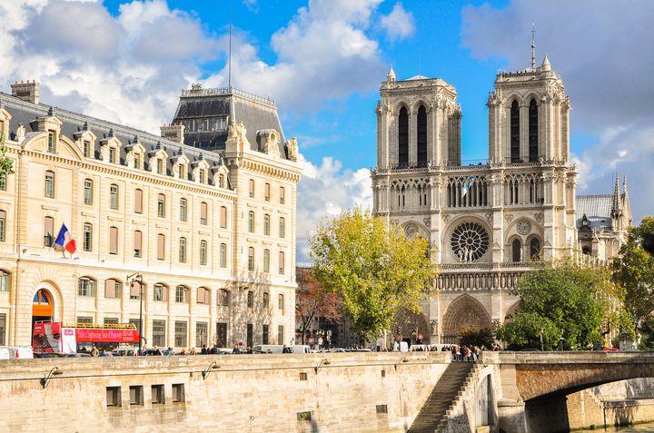 フランス観光で絶対外せない!ノートルダム大聖堂でしたい5つのこと