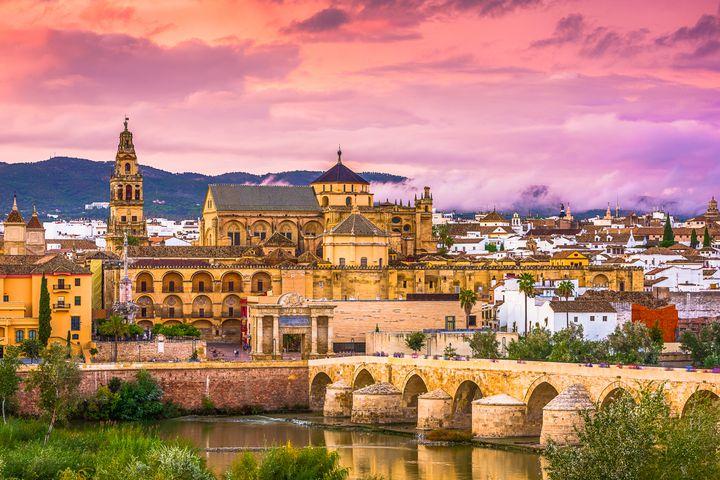 スペイン観光といえばここ!まるで太陽な「アンダルシア州」観光スポット8選