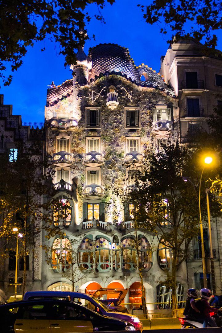 街のすべてがアート作品。一度は見たいバルセロナの美しい建築物7選