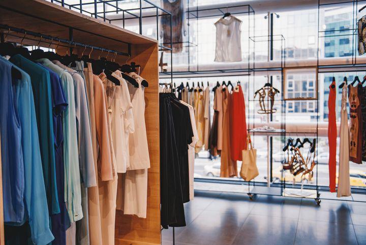 爆発的人気!人気ファッションサイト「DHOLIC」リアル店舗OPEN