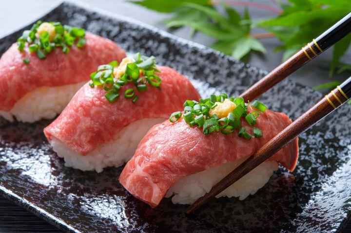 夢の飛騨牛寿司が食べ放題!居酒屋「箱屋」で心行くまで飛騨牛を味わいたい