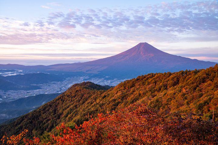 まだまだ紅葉シーズン!紅葉ハイキングで行きたい日本の美しい山7選