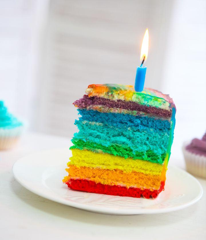 食卓に虹をかけよう!「レインボーケーキ」が食べれる世界のお店10選