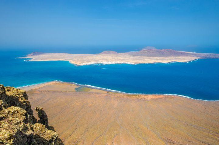 大自然の脅威に圧倒される島。ランサローテのおすすめ観光地7選