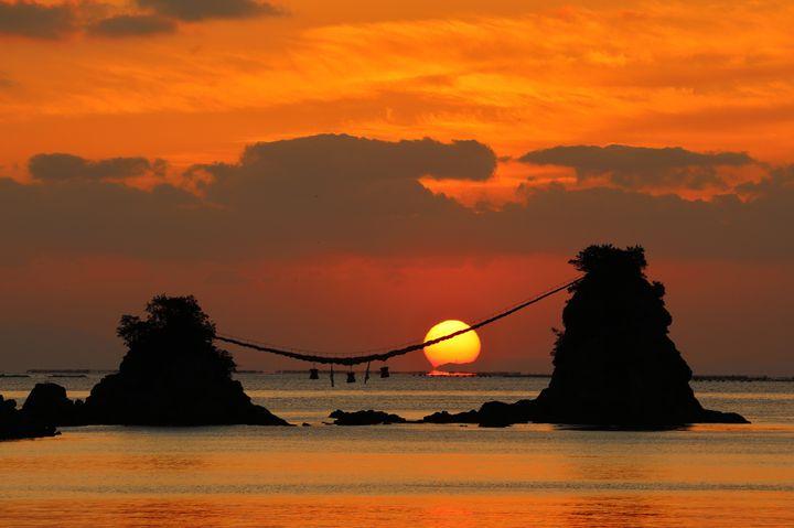 茜色に染まった空に癒されよう。全国の朝焼け・夕焼け空が映える絶景スポット7選