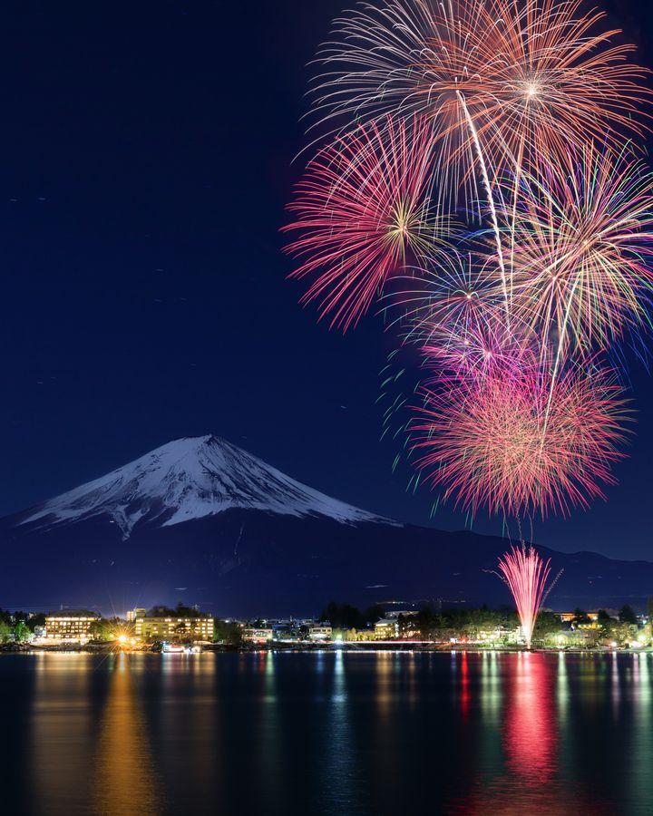 【終了】冬の花火は夏より綺麗!山梨県で「河口湖 冬花火」が開催