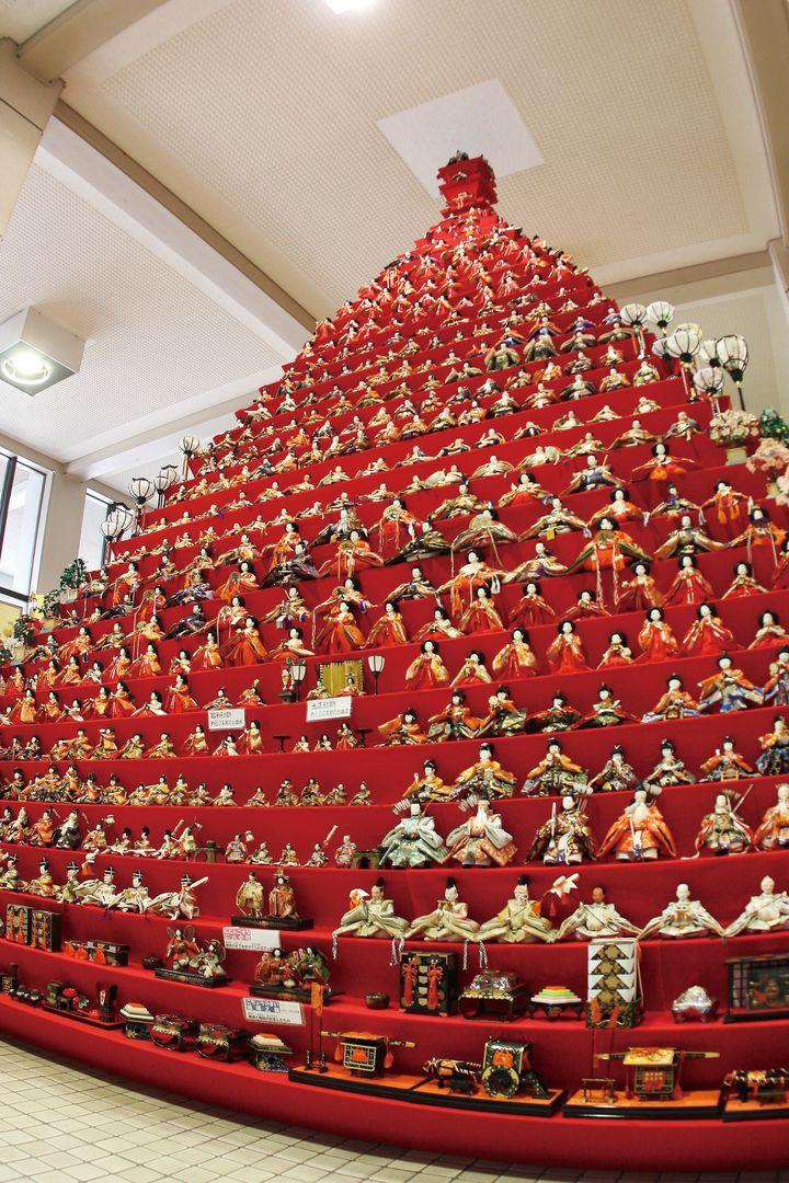 日本一高いピラミッド型ひな壇「鴻巣びっくりひな祭り」