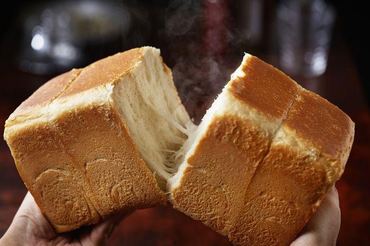 大阪で行列ができる高級食パン専門店「嵜本」鹿児島にオープン