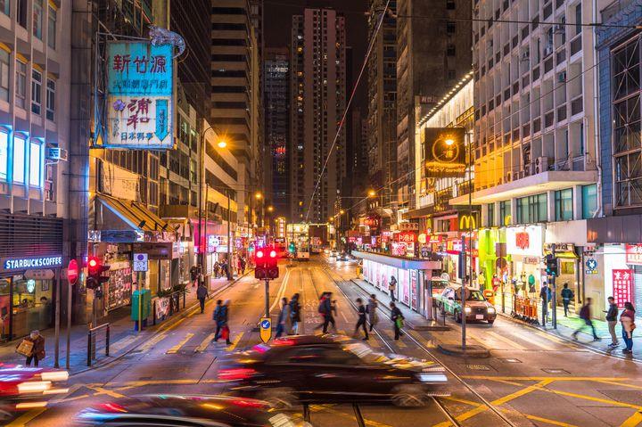 魅惑の街、香港の夜はこう遊ぶ。大人が集う「香港のバー」7軒をご紹介