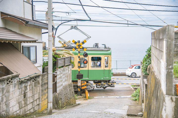 寒い日は手をつないで出かけよう。冬の江ノ電で出かける1日デートプラン