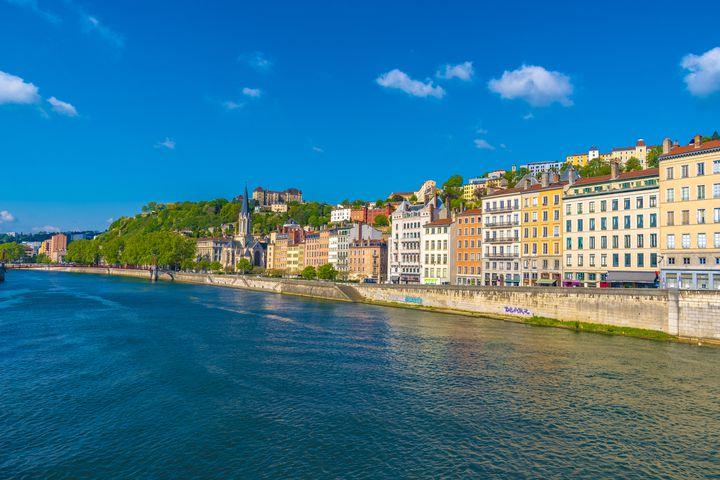パリからの所要時間別!ディープなフランスを感じる美しい地方都市・村8選