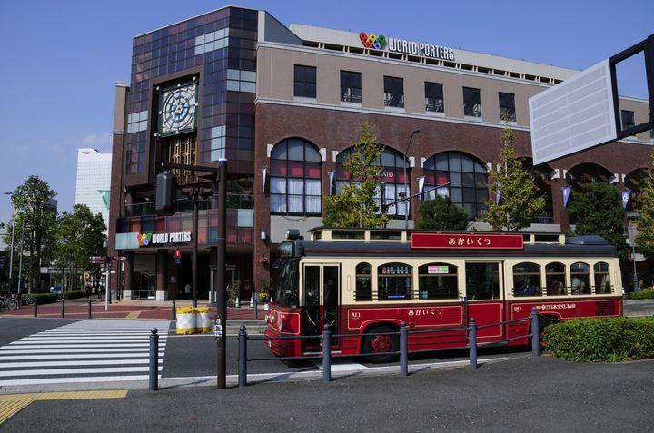 かわいい観光バス「あかいくつ」で行く。カップル向けの横浜観光プランはこれだ