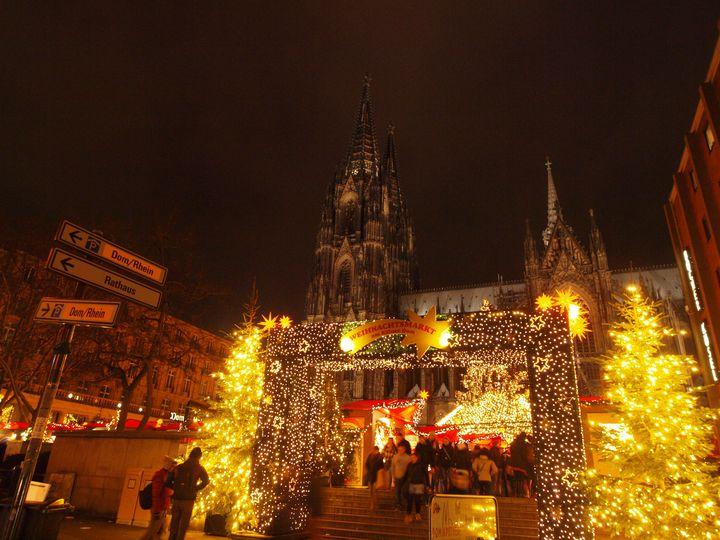 ケルンのクリスマスマーケット(ケルン大聖堂前)