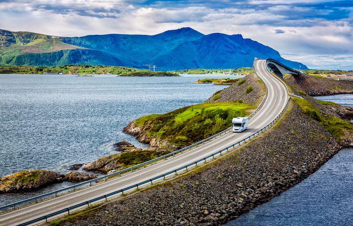 次の海外旅行は自由気ままにドライブで!ロードトリップで楽しむ世界の絶景7選