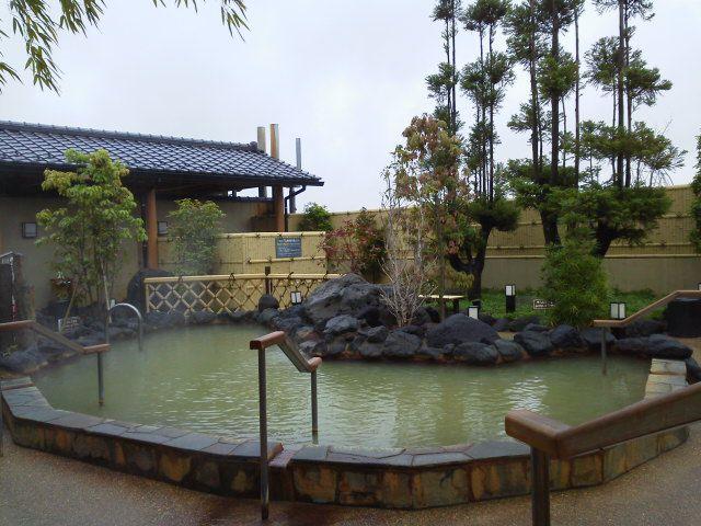黒湯&褐色の湯は本物!東京近郊の「実力派天然温泉」10選を解説