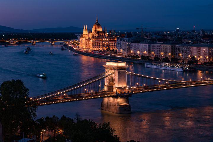 東欧の夜ならではのロマンチックなひと時を。夜景が綺麗な東欧の観光スポット7選