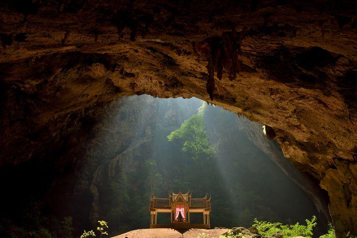 """光降り注ぐ奇跡の宮殿!タイの""""クーハーカルハット宮殿""""が神秘的すぎる"""