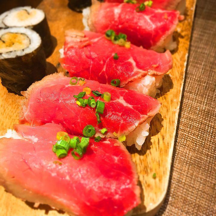"""話題沸騰中!""""肉寿司""""が食べ放題の神イベントが吉祥寺で行われているらしい"""