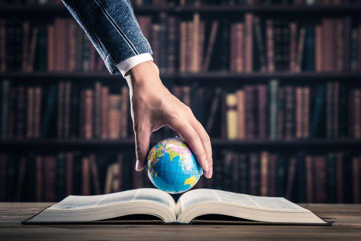 ページをめくれば世界が待っている!旅人必見の「世界を旅できる本屋」5選