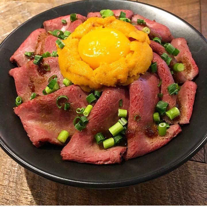 たまにはお肉のご褒美を。関西で食べられる¨ローストビーフ丼¨のお店7選
