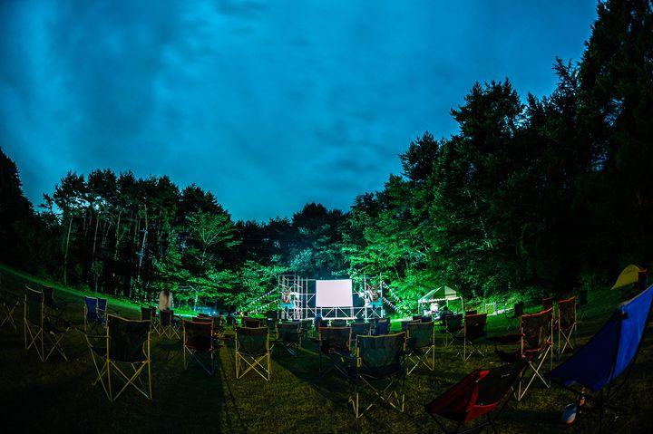 【終了】都会の喧噪から逃避行。野外映画フェス「富士 湖畔の映画祭」開催