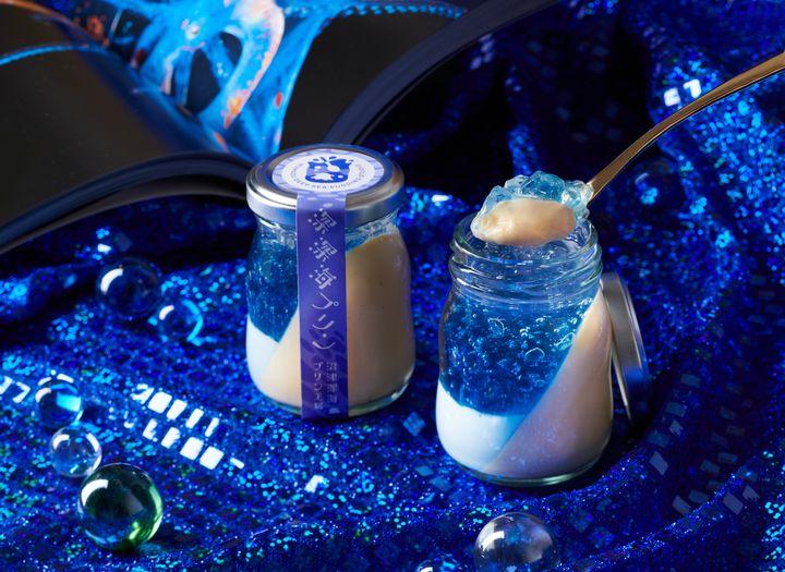 青の世界に包まれる。「沼津深海プリン工房」2号店が沼津港にオープン