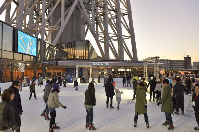 """【終了】夜はスカイツリーのライティングも!東京スカイツリータウンに""""スケートリンク""""が登場"""