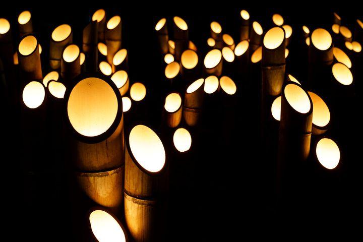 この冬見たい絶景。安曇野・穂高神社にて「神竹灯」開催